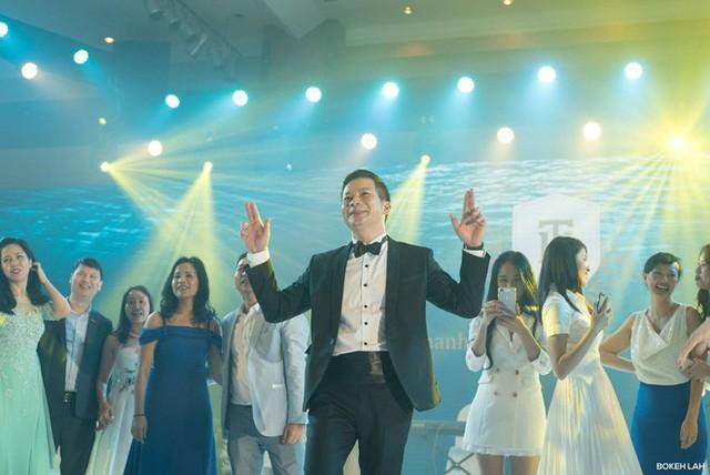 Cận cảnh đám cưới kỳ công xanh màu đại dương của Shark Hưng và cô dâu Á hậu - Ảnh 21.