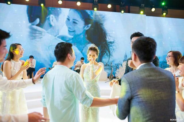 Cận cảnh đám cưới kỳ công xanh màu đại dương của Shark Hưng và cô dâu Á hậu - Ảnh 22.