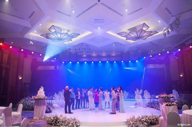Cận cảnh đám cưới kỳ công xanh màu đại dương của Shark Hưng và cô dâu Á hậu - Ảnh 25.