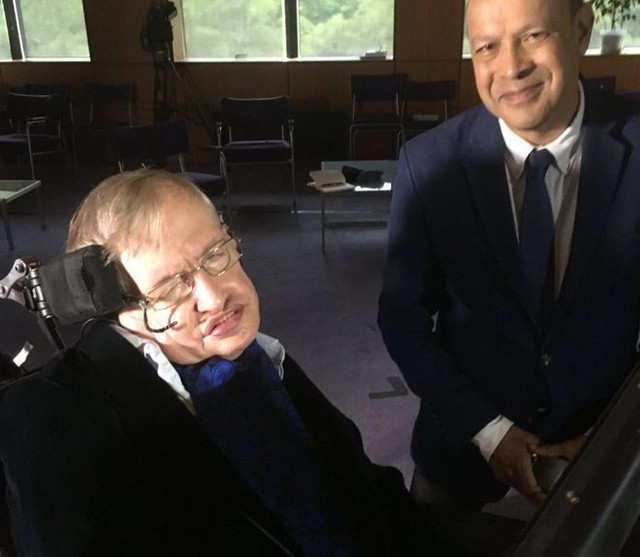 Nội dung buổi phỏng vấn cuối cùng của Stephen Hawking bàn bạc về sự kiện thiên văn hiếm có hồi năm ngoái: hai ngôi sao neutron va chạm - Ảnh 1.