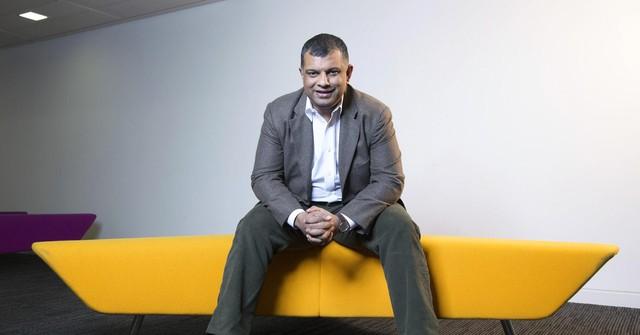 Vì sao Tony Fernandes bỏ công việc trong ngành âm nhạc để khởi nghiệp với Air Asia? - Ảnh 1.
