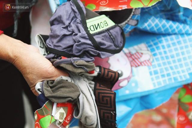 Cái kết buồn của tủ quần áo ai thừa ủng hộ, ai thiếu đến lấy ở Hà Nội: Người gom đồ từ thiện đi bán, người tặng cả áo rách, quần lót cũ - Ảnh 7.