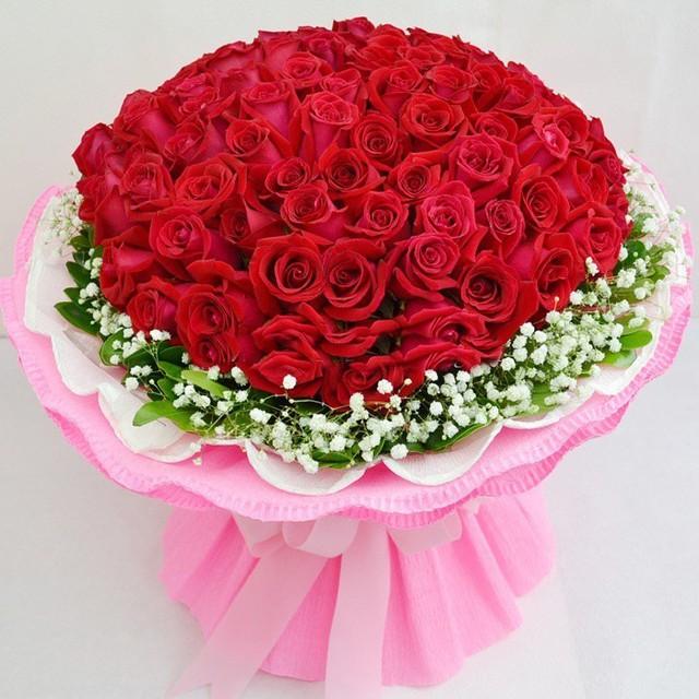 Doanh nghiệp kinh doanh hoa thuê thêm công nhân, tăng giá hoa dịp 8/3 - Ảnh 1.