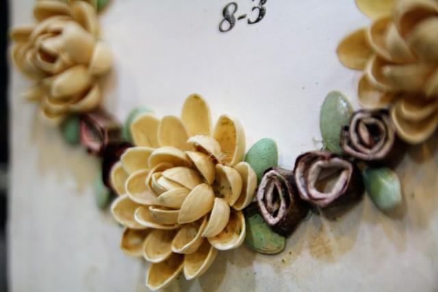 Kiếm tiền từ quà lưu niệm handmade dịp 8/3, xinh xẻo như vậy ai biết rằng chúng được làm từ hạt dưa, vỏ dừa, lá sen...  - Ảnh 1.
