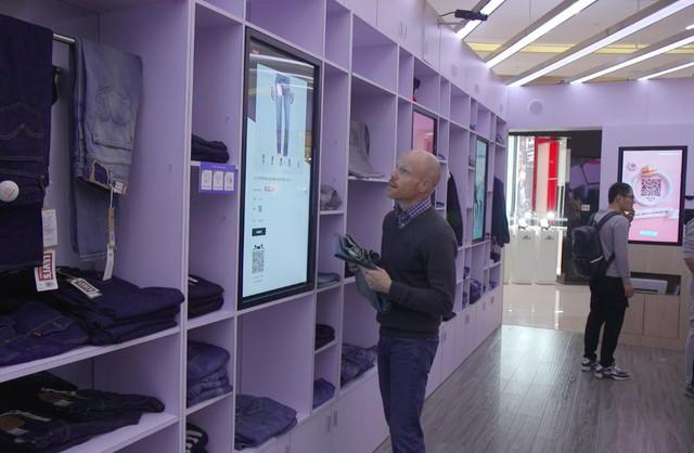 """Jack Ma tham vọng nắm người tiêu dùng """"trong lòng bàn tay"""" nhờ công nghệ và mô hình bán lẻ một vàih mạng: New Retail - Ảnh 1."""