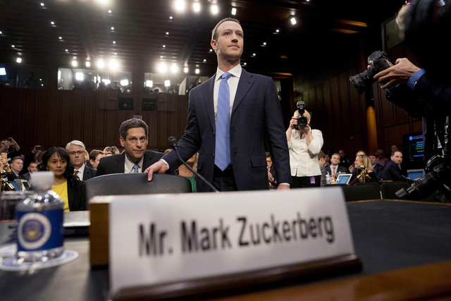 9 câu hỏi nực cười và kỳ cục nhất mà Mark Zuckerberg phải trả lời trước Quốc hội Mỹ - Ảnh 1.