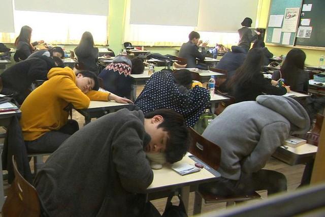 Tại sao tôi muốn tự tử? Tâm sự của học sinh Hàn Quốc hé lộ mặt tối đáng sợ đằng sau nền giáo dục hàng đầu thế giới - Ảnh 4.