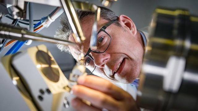 Các nhà khoa học vô tình tạo ra enzyme đột biến tiêu hủy được nhựa chỉ trong vài ngày - Ảnh 1.