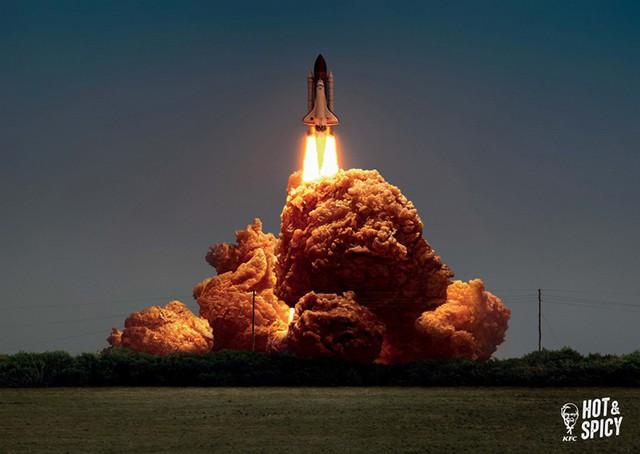 Print Ads xuất sắc của KFC: Miếng gà rán hay khói xe đua & tên lửa thế này? - Ảnh 1.