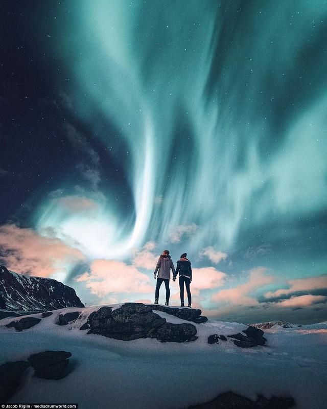 Mới 23 tuổi, cặp đôi được trả lương 6 con số để chu du khắp thế giới và cho ra đời những bức ảnh đẹp mê đắm - Ảnh 6.
