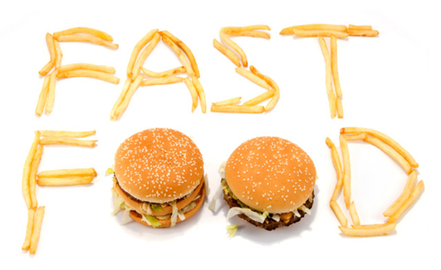 Bí ẩn phía sau cuộc đua giảm giá 'đến đáy' của McDonald's, KFC, Burger King…: Làm sao có lãi từ chiếc burger 1 USD khi tiền công nhân viên đã là 10 USD/h? - Ảnh 1.