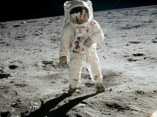 Bức điếu văn chưa bao giờ được tiết lộ trong câu chuyện tàu Apollo 11 huyền thoại hạ cánh xuống mặt trăng - Ảnh 1.