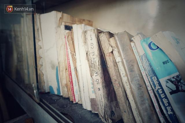 Cụ bà 73 tuổi trích lương hưu làm quầy sách báo miễn phí giữa Hà Nội: Từ lúc mở đến nay, ngày nào cũng nhận được quà - Ảnh 4.