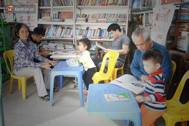 Cụ bà 73 tuổi trích lương hưu làm quầy sách báo miễn phí giữa Hà Nội: Từ lúc mở đến nay, ngày nào cũng nhận được quà - Ảnh 7.
