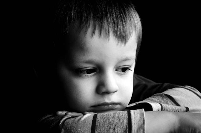 Trẻ sinh ra trong 3 kiểu gia đình này, đa phần đều sẽ rất nhu nhược và hèn nhát, làm cha mẹ nên vì con mà tránh - Ảnh 2.