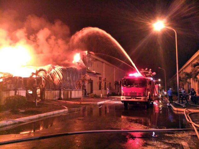 Đang cháy lớn tại khu công nghiệp ở Quảng Ninh - Ảnh 1.