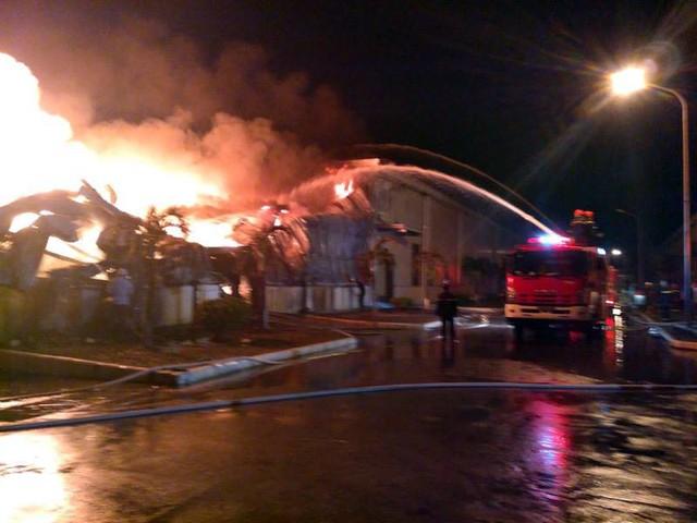 Đang cháy lớn tại khu công nghiệp ở Quảng Ninh - Ảnh 3.