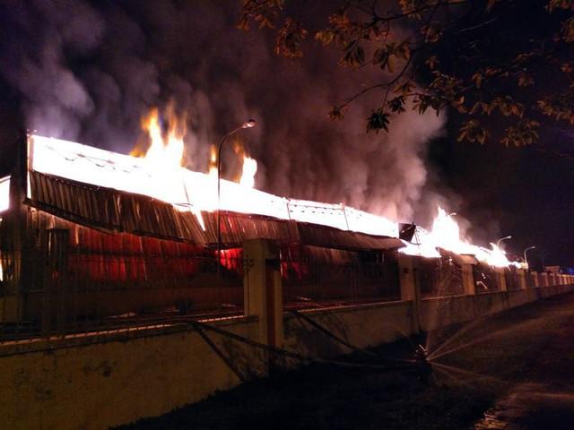 Đang cháy lớn tại khu công nghiệp ở Quảng Ninh - Ảnh 4.