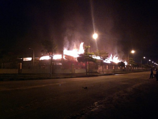 Đang cháy lớn tại khu công nghiệp ở Quảng Ninh - Ảnh 8.