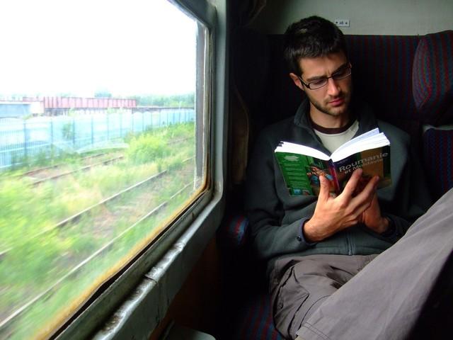 Nước Úc và chuyện những đứa trẻ chỉ đọc sách trên xe buýt, nhà siêu giàu nhưng vẫn đi làm thêm, không thích tiêu tiền bố mẹ - Ảnh 3.