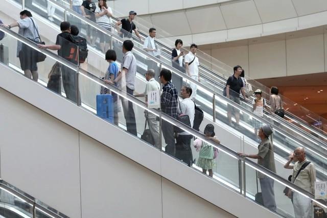 Vì sao người Nhật chỉ đứng một bên khi đi thang cuốn: Câu trả lời thực sự khiến bạn thêm yêu mến đất nước này - Ảnh 3.
