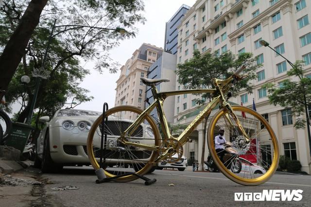 Bí ẩn chiếc xe đạp mạ vàng đắt ngang chung cư, người mua ra giá cả tỷ đồng - Ảnh 1.