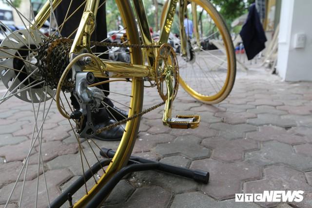 Bí ẩn chiếc xe đạp mạ vàng đắt ngang chung cư, người mua ra giá cả tỷ đồng - Ảnh 4.