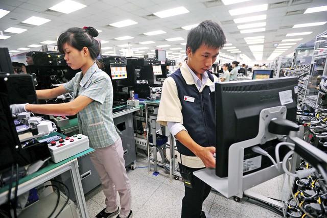 Báo Mỹ: Cứ 10 chiếc smartphone trên thế giới thì có một được sản xuất tại Việt Nam, nền công nghiệp của đất nước này là điều thần kỳ! - Ảnh 1.