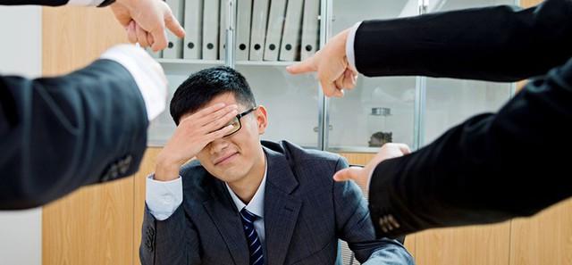 Làm sếp cũng phải học: Đã xác định làm sếp thì phải chịu thua thiệt, không được thể hiện cảm xúc cá nhân, nên noi gương nhà lãnh đạo đầy tớ - Ảnh 1.
