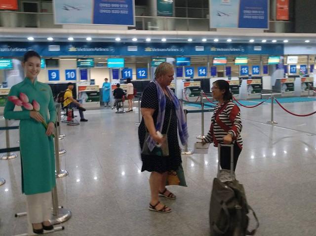 Máy bay Vietnam Airlines gặp sự cố, hàng trăm hành khách phải ngủ lại qua đêm tại sân bay Đà Nẵng - Ảnh 2.