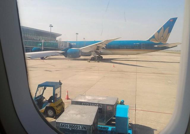 Máy bay Vietnam Airlines gặp sự cố, hàng trăm hành khách phải ngủ lại qua đêm tại sân bay Đà Nẵng - Ảnh 4.