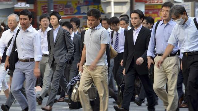 Chiến dịch nói không với cắm thùng, mặc vest khi đi làm: Cuộc đại cách mạng trong văn hóa làm việc của người Nhật Bản - Ảnh 1.