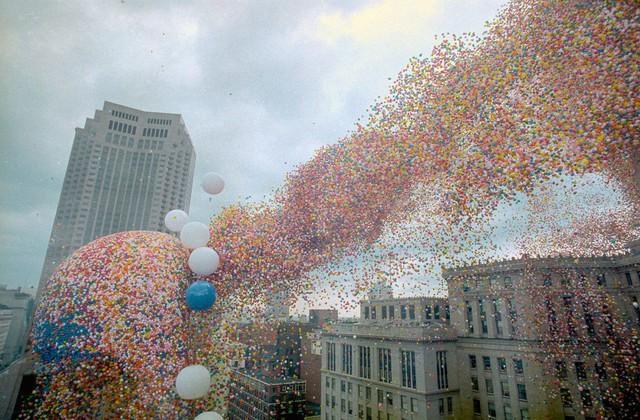 Lễ hội bóng bay Cleveland 1986: Sự kiện hoành tráng bỗng hóa thành thảm họa chết người sau khi 1,5 triệu quả bóng bay được thả - Ảnh 2.