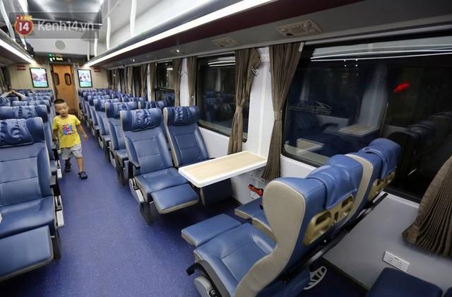 Đường sắt Việt Nam tăng chuyến, thay đổi giờ tàu và thêm một đôi tàu phục vụ suất ăn hàng không miễn phí - Ảnh 6.