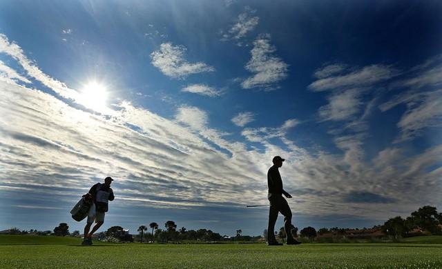 Đã là người hâm mộ golf, chắc chắn không thể quên được những khoảnh khắc đẹp ngút trời của Tiger Woods trong từng mùa giải - Ảnh 21.
