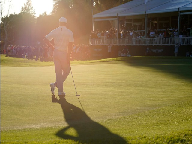 Đã là người hâm mộ golf, chắc chắn không thể quên được những khoảnh khắc đẹp ngút trời của Tiger Woods trong từng mùa giải - Ảnh 2.