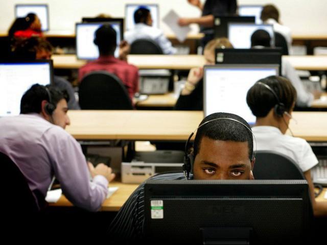 Tại sao nhân viên văn phòng nên đứng dậy khỏi ghế làm việc ít nhất 2 tiếng mỗi ngày? - Ảnh 1.