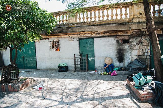 Nhọc nhằn bước chân mưu sinh của những người lao động nghèo dưới nắng nóng Hà Nội - Ảnh 24.