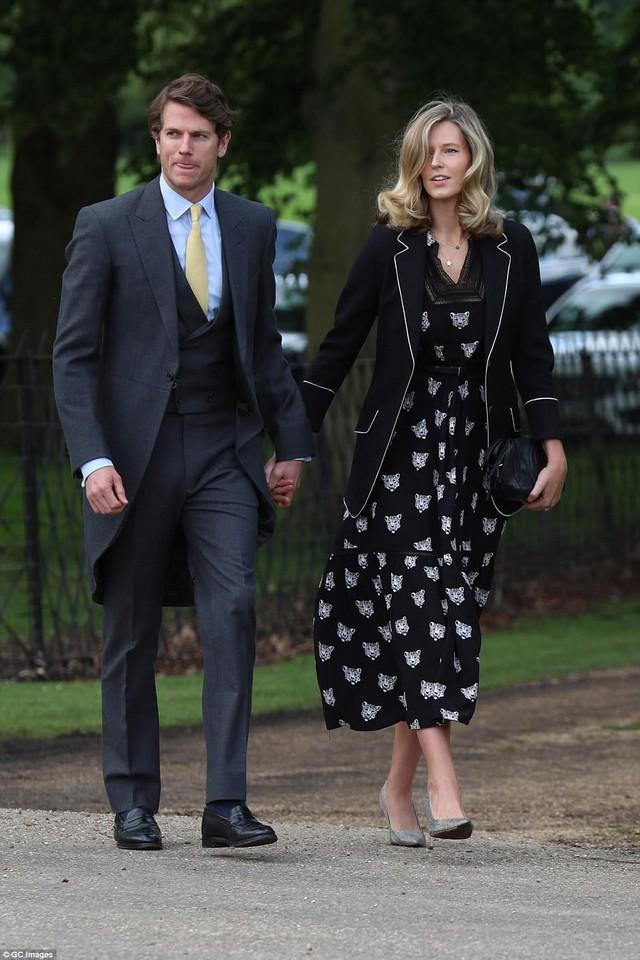 Vì sao người yêu cũ của Hoàng tử Harry lại được mời đến đám cưới Hoàng gia? - Ảnh 3.
