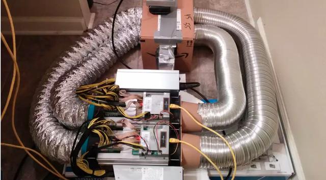 Thanh niên dùng máy đào bitcoin để làm nóng nước bồn tắm, được kết quả ngoài mong đợi - Ảnh 1.