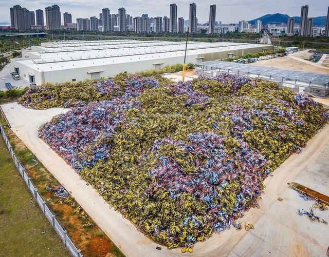 Hãi hùng ngắm nhìn mồ chôn tập thể của hàng triệu chiếc xe đạp tại Trung Quốc - Ảnh 1.