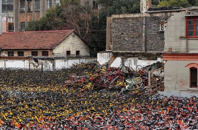 Hãi hùng ngắm nhìn mồ chôn tập thể của hàng triệu chiếc xe đạp tại Trung Quốc - Ảnh 11.