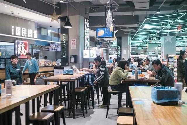 Siêu thị tương lai của Alibaba tại Trung Quốc đã vượt xa nước Mỹ: Giao hàng trong 30 phút, thanh toán qua nhân diện khuôn mặt - Ảnh 7.