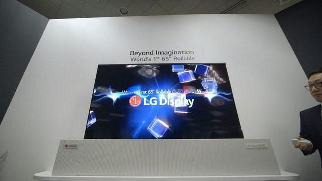 LG lần đầu trình diễn màn hình OLED 77 inch kích thước lớn, có thể cuộn tròn và trong suốt vô cùng độc đáo - Ảnh 1.