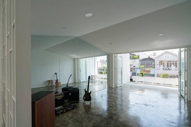 Nhờ cải tạo một cách thần kỳ, nhà ống 15 năm tuổi tối tăm cũ kỹ ở Sài Gòn được lên tạp chí kiến trúc Mỹ - Ảnh 15.