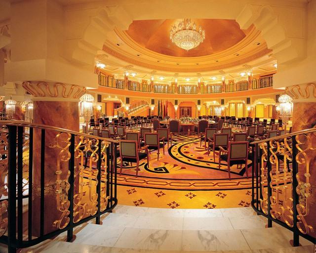 Đằng sau xa hoa dát vàng, là 7 sự thật không thể ngờ về thiên đường Dubai - Ảnh 2.