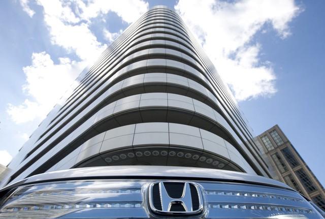 10 thương hiệu ôtô đắt giá nhất thế giới - Ảnh 4.
