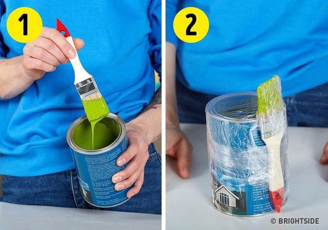 10 mẹo vặt vô cùng hữu ích của màng bọc thực phẩm, từ làm sạch nhà bếp đến bẫy côn trùng - Ảnh 5.