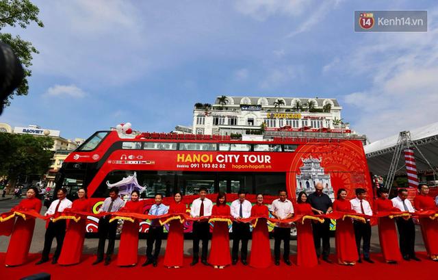 Chính thức khai trương tuyến xe buýt hai tầng mui trần đầu tiên ở Hà Nội: Giá vé 300k/4h - Ảnh 1.