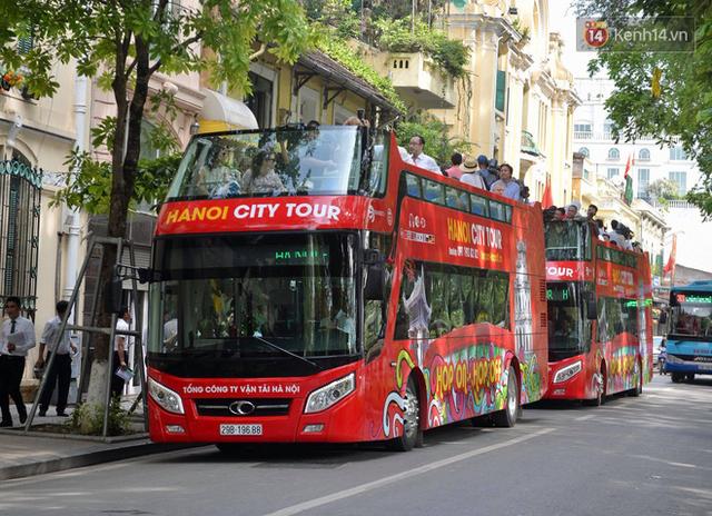 Chính thức khai trương tuyến xe buýt hai tầng mui trần đầu tiên ở Hà Nội: Giá vé 300k/4h - Ảnh 5.